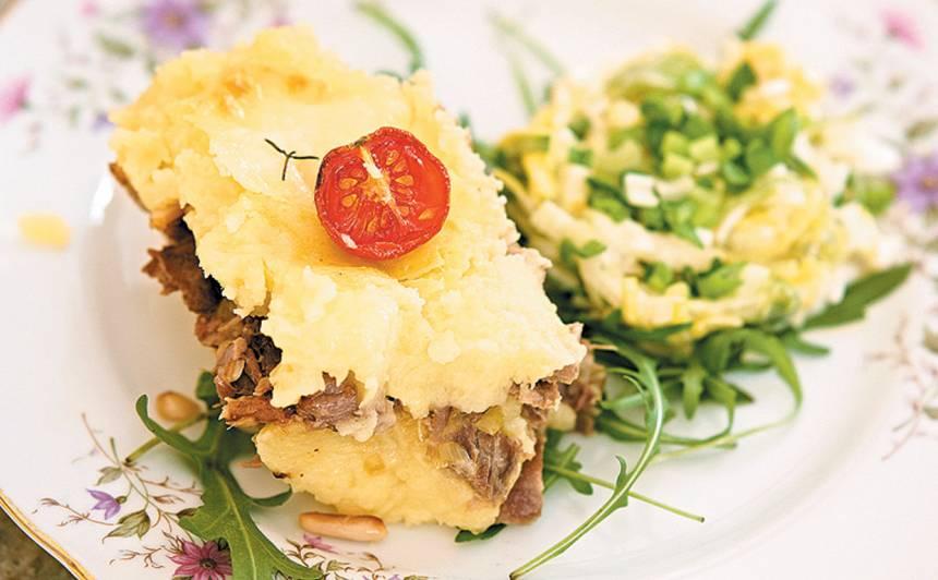 Sutināta pīle ar kartupeļu biezeni un puravu salātiem recepte