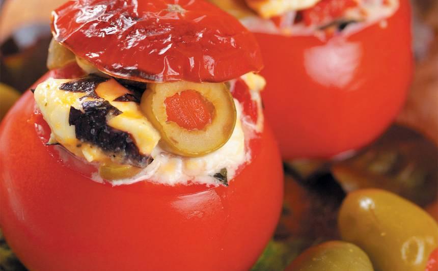 Pildīti tomāti ar fetu un olīvām recepte