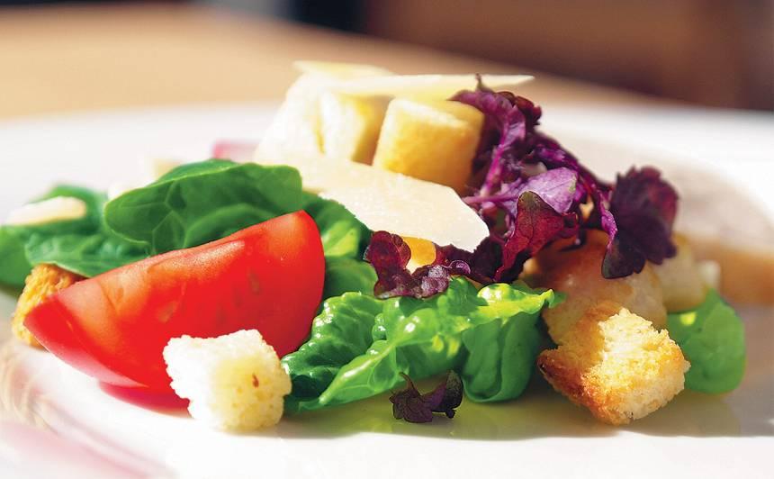 Cēzara salāti ar anšovu mērci recepte