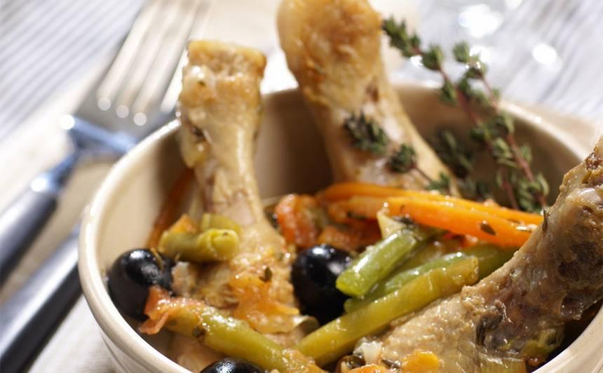 Dārzeņos sautēti vistu stilbiņi recepte