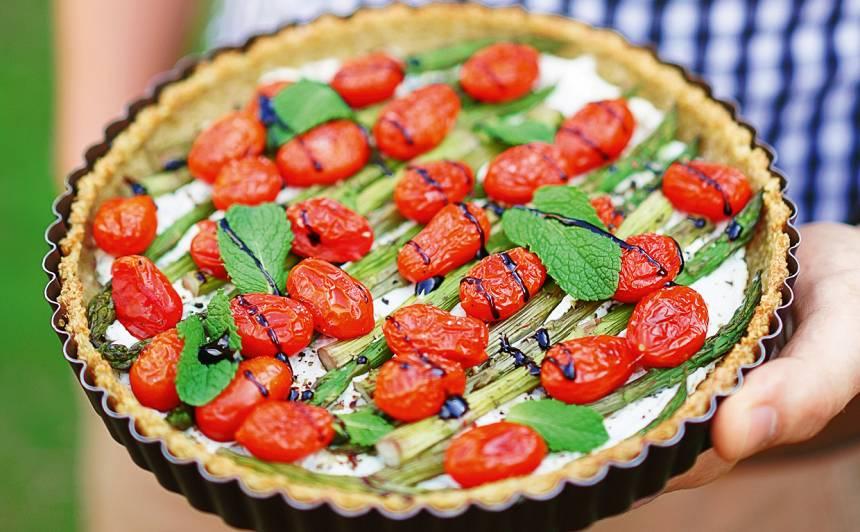 Kvinojas tarte ar sparģeļiem recepte