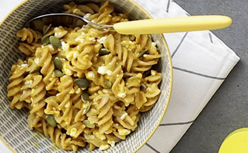 Makaroni ar ķirbju un mājas siera mērci recepte