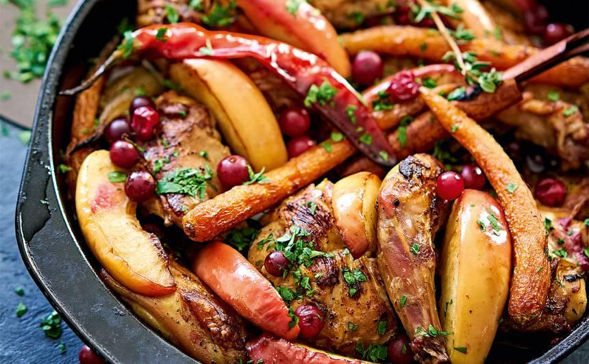 Cepts trusis ar āboliem, burkāniem un dzērvenēm
