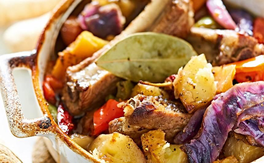 Krāsnī gatavots rudens dārzeņu un gaļas sautējums recepte