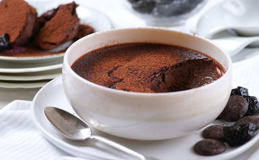 Šokolādes un plūmju pudiņš recepte