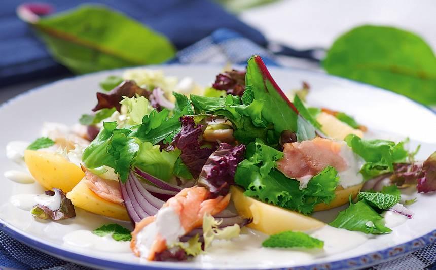 Karsti kūpināta laša salāti recepte