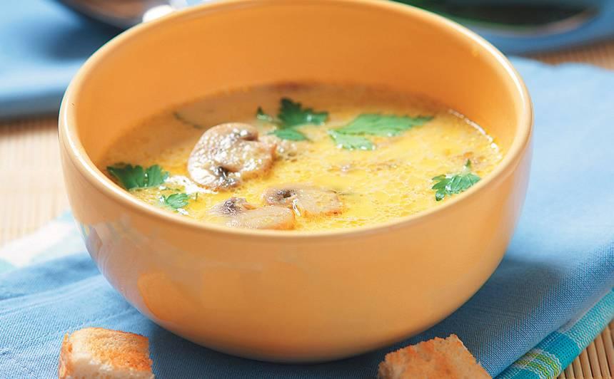 Kausētā siera zupa ar sēnēm recepte