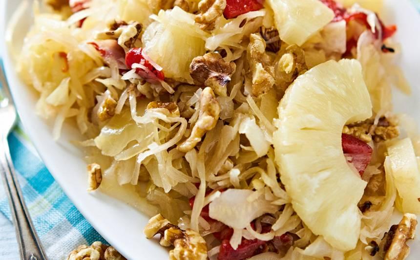 Skābētu kāpostu salāti ar ananasu recepte