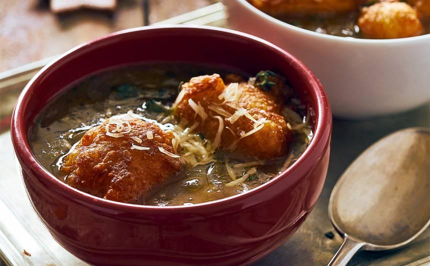 Sīpolu zupa ar siera pončikiem recepte