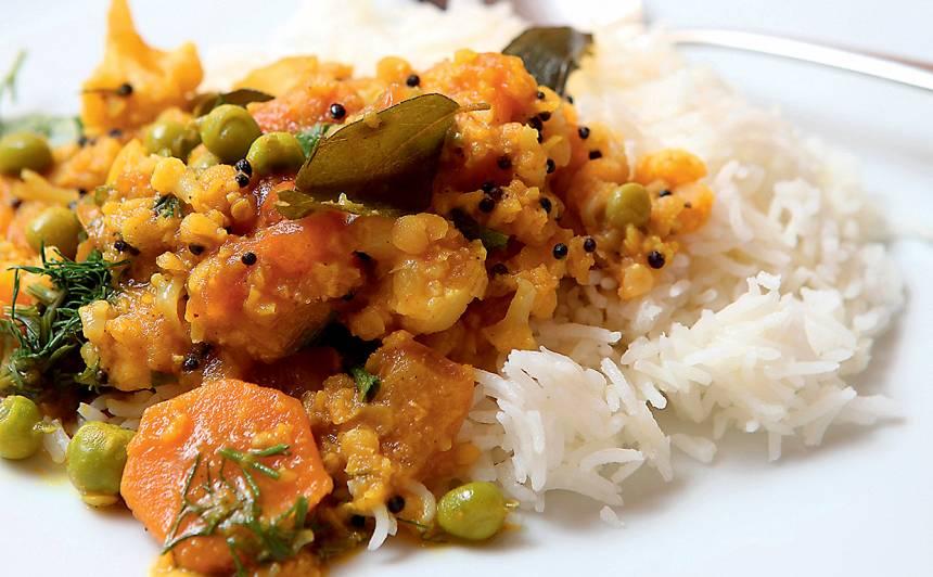 Dārzeņu sautējums Sabdžī Dāl ar rīsiem recepte
