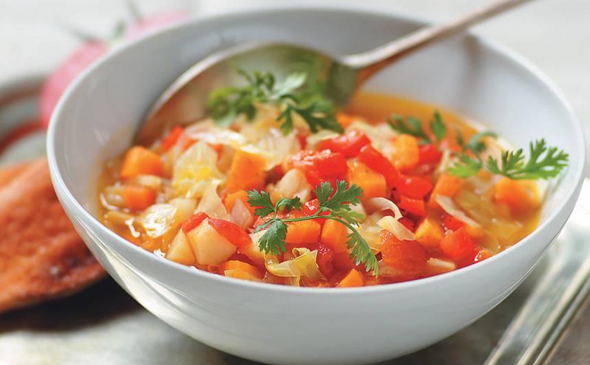 Biezā dārzeņu zupa ar grauzdiņiem recepte