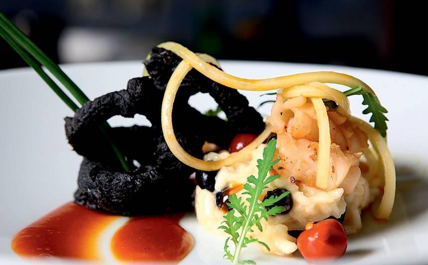 Kalmāru gredzeni tintes tempuras mīklā ar asu mērci recepte