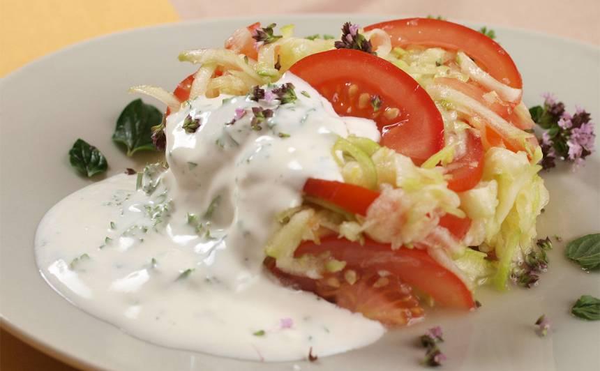 Kabaču salāti ar tomātiem recepte