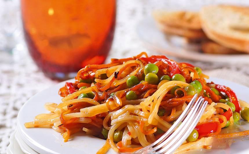Rīsu nūdeļu un dārzeņu salāti recepte