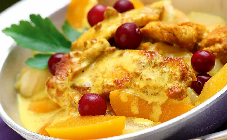 Saulainā vistas fileja ar augļiem recepte