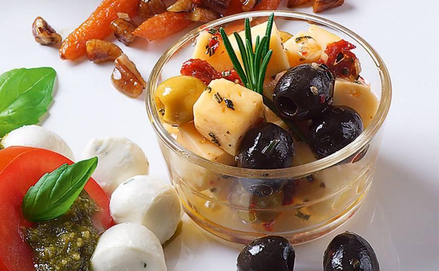 Siers ar olīvām marinādē recepte