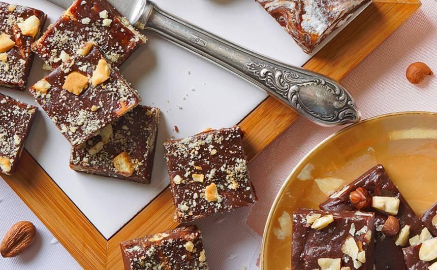 Mīkstās šokolādes konfektes ar cepumiem recepte