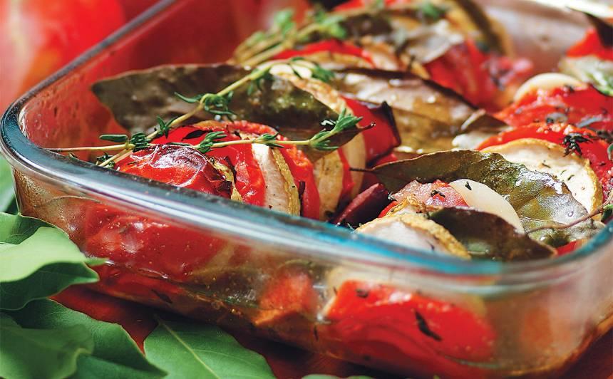 Kabaču sacepums ar tomātiem recepte