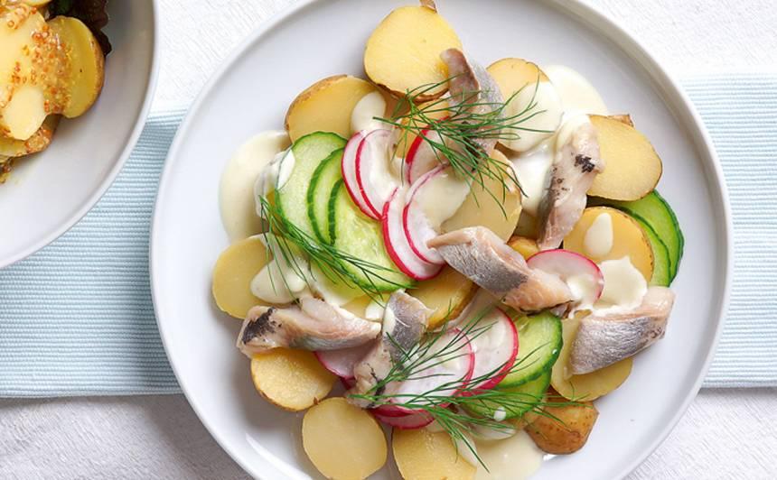 Jauno kartupeļu salāti ar majonēzi un siļķi