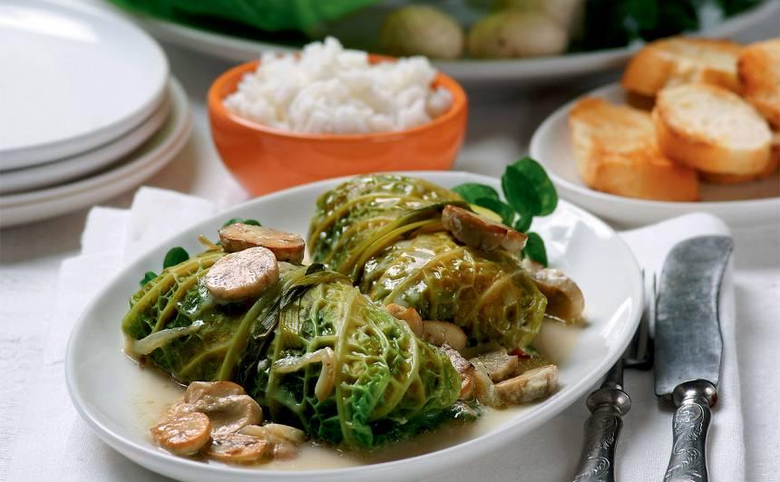 Kāpostu tīteņi ar rīsu un sēņu pildījumu recepte
