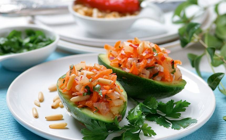 Avokado ar burkānu salātiem recepte