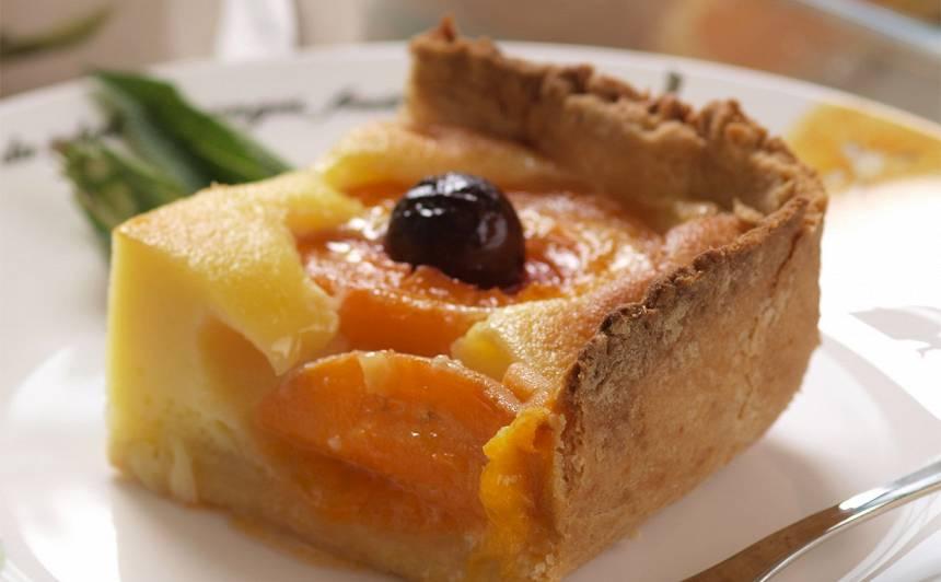 Aprikožu kūka ar ķiršiem recepte