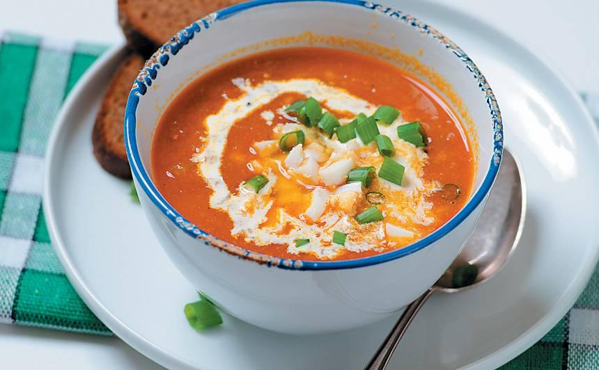 Veģetārā tomātu zupa ar kariju recepte