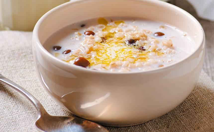 Piena zupa ar grūbām un zirņiem recepte