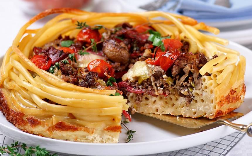 Makaronu un maltās gaļas sacepums ar sēnēm recepte