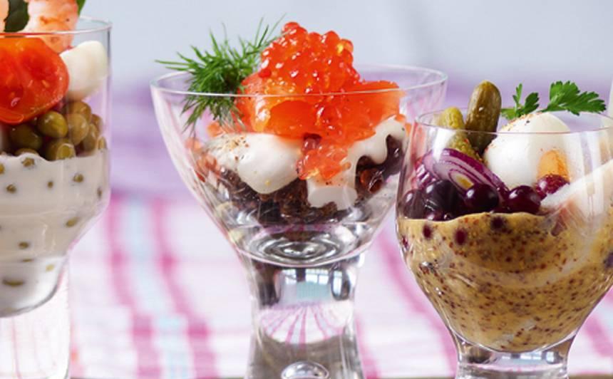 Salāti ar lasi un ikriem glāzē recepte