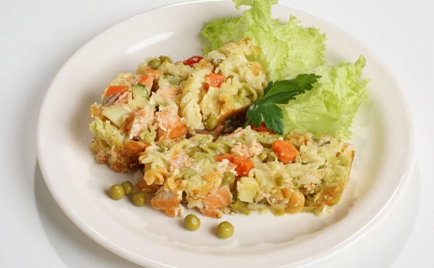 Makaronu sacepums ar zivi recepte