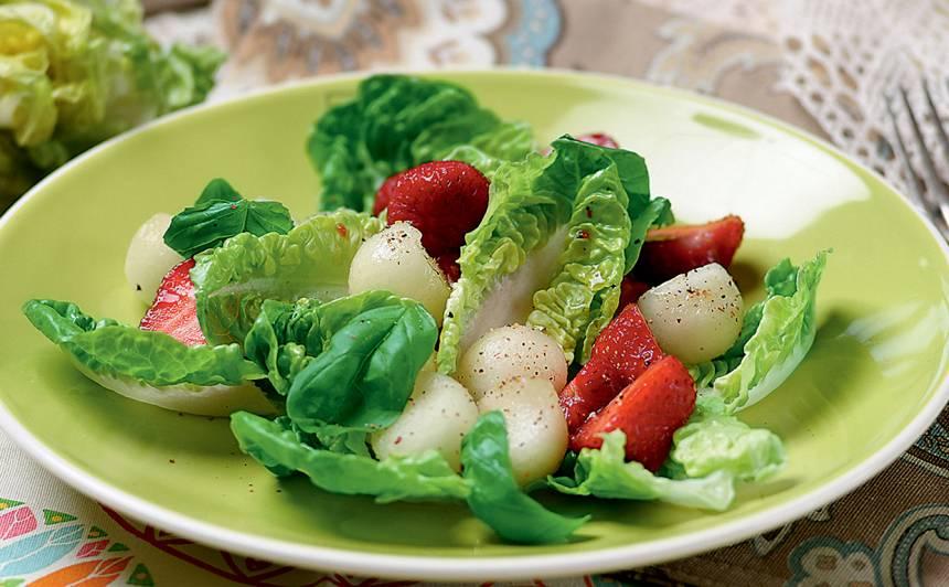 Lapu salāti ar meloni un zemenēm recepte