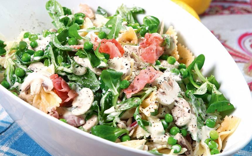Pastas salāti ar bekonu un spinātiem recepte