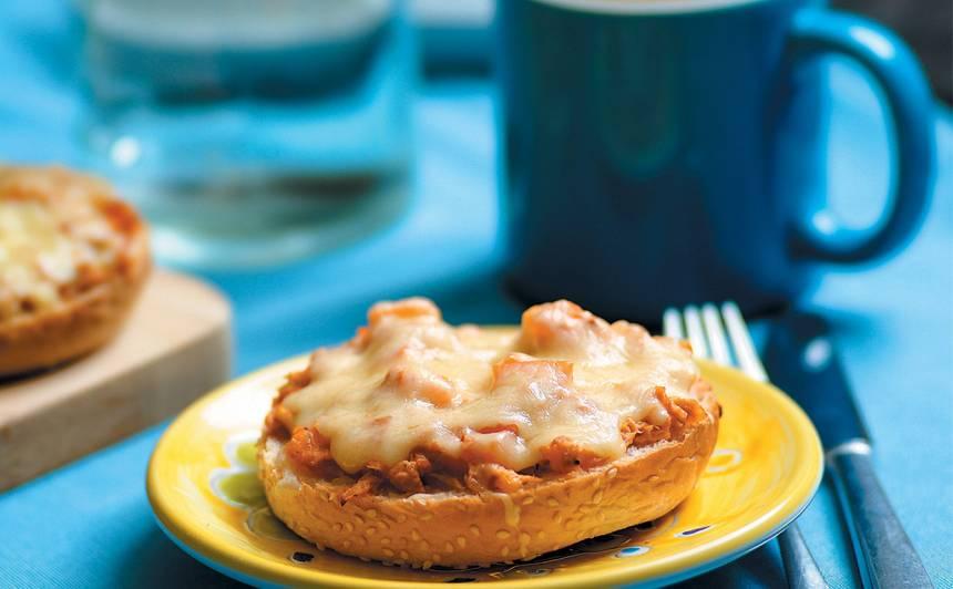 Karstmaize ar tunci un sieru recepte