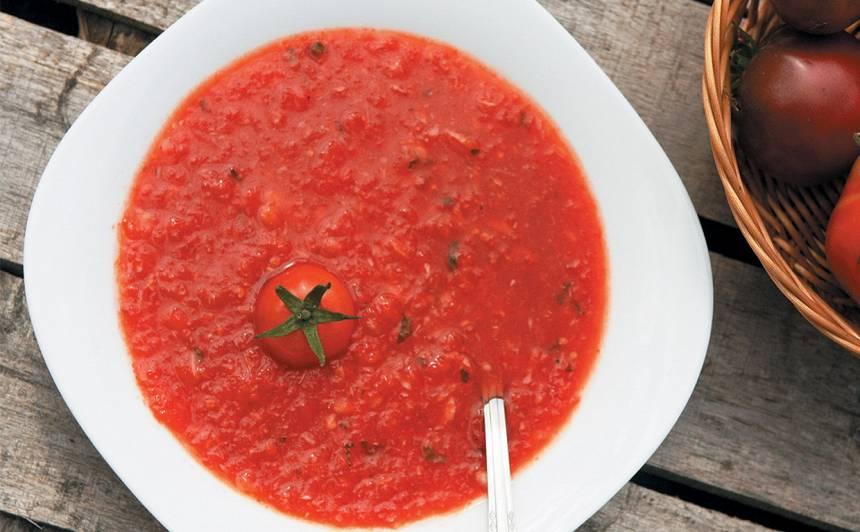 Aukstā tomātu zupa ar grilētu papriku recepte