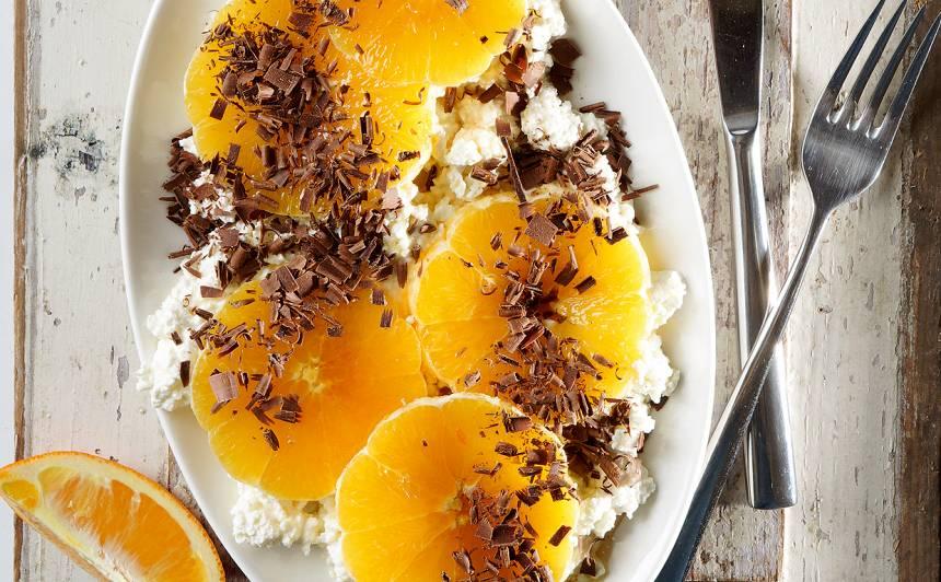 Biezpiens ar apelsīniem un karameļu sīrupu recepte