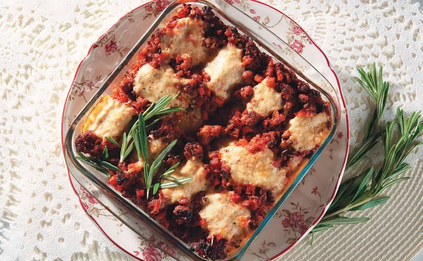 Jauno kartupeļu un gaļas sacepums recepte