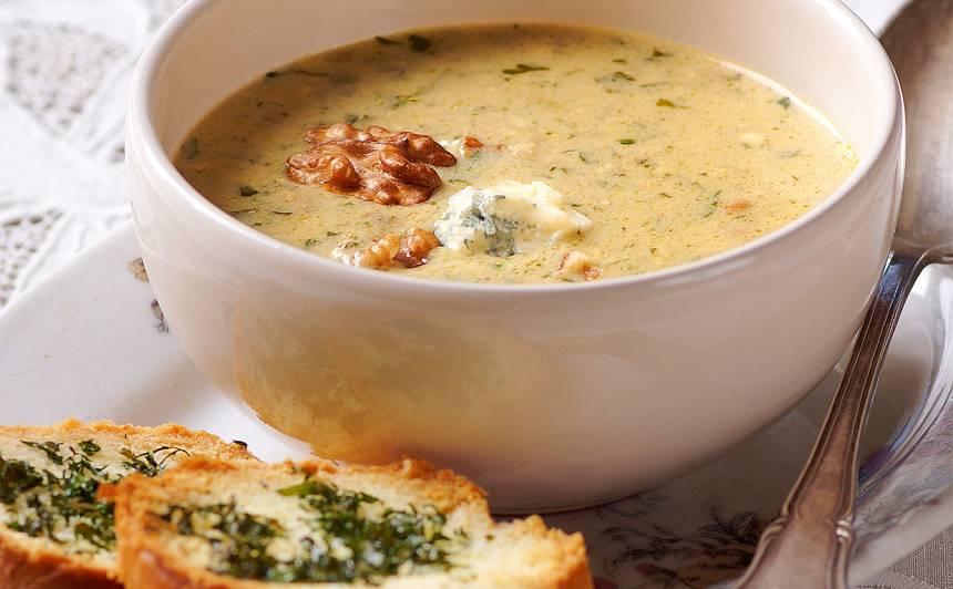 Zilā siera zupa ar riekstiem recepte