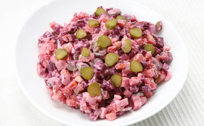 Biešu, olu un dārzeņu salāti recepte