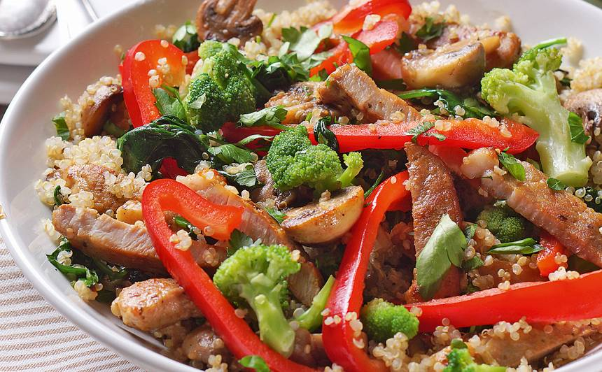 Kvinoja ar sēnēm un cūkgaļu recepte