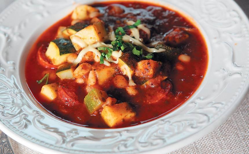Zupa ar kūpinātu desu recepte