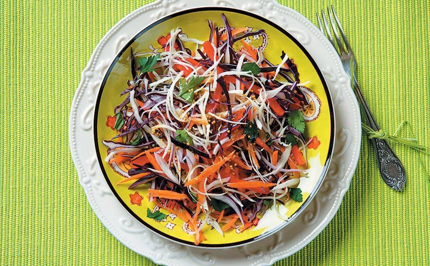 Kāpostu salāti sinepju mērcē recepte