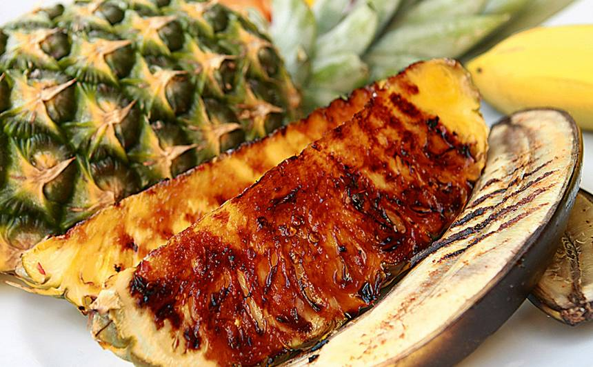 Banāns un ananass ar sāli, pipariem recepte