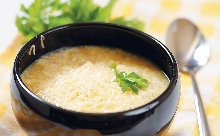 Latviešu sīpolzupa recepte, sīpolu zupa, recepte