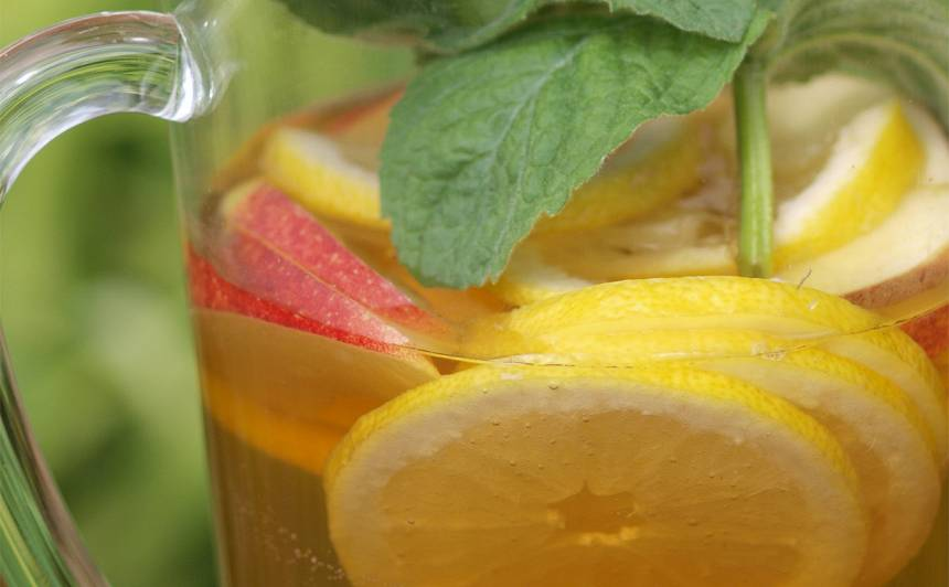 Piparmētru ledustēja ar citronu un ābolu recepte