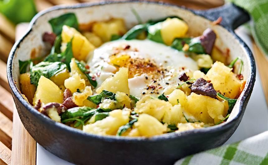 Kartupeļi ar spinātiem, sēnēm un olu