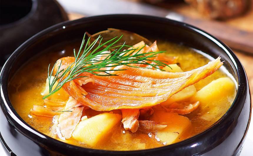 Kartupeļu zupa ar kūpinātu zivi recepte