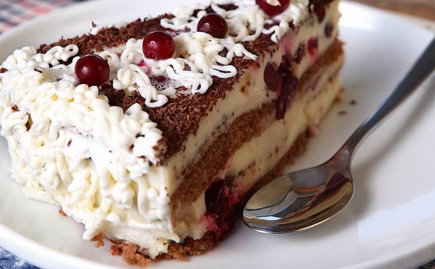 Vaniļas kūka ar dzērvenēm recepte