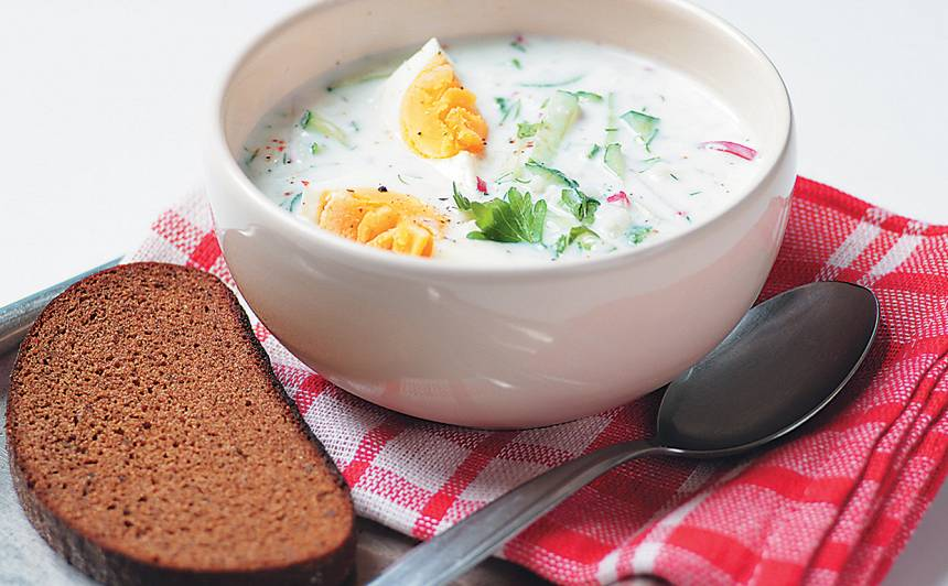 Aukstā kefīra zupa ar rīsiem recepte