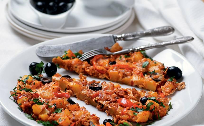 Kartupeļu plācenis ar malto gaļu un olīvām recepte